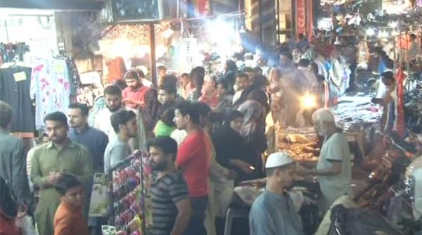 Eve of Eid sees crowded bazaars across country