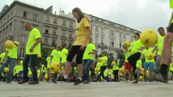 New Guinness World Record set in Krakow for juggling footballs