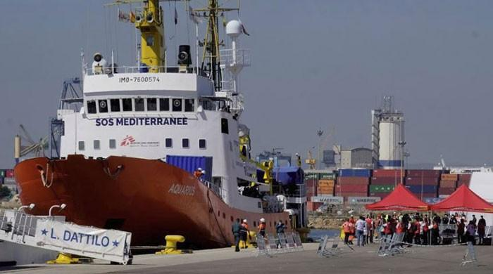 Migrant boat turned away by Italy arrives in Spain