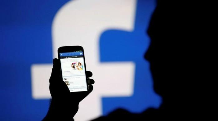 Facebook news use declining, WhatsApp growing: study