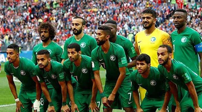 Saudi World Cup team´s plane suffers engine fire
