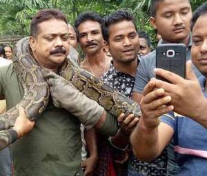 Python chokes man as he poses for selfie
