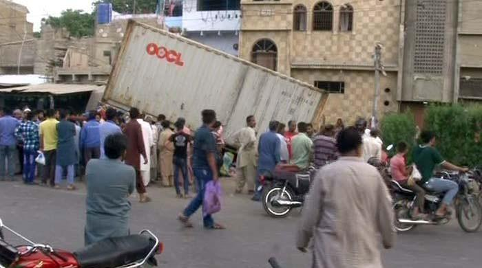 Trailer crushes young man to death in Karachi