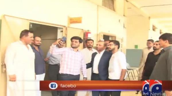 250 votes for a selfie: Farooq Sattar