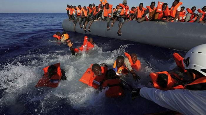 Libyan coastguards pick up almost 1,000 migrants in one day