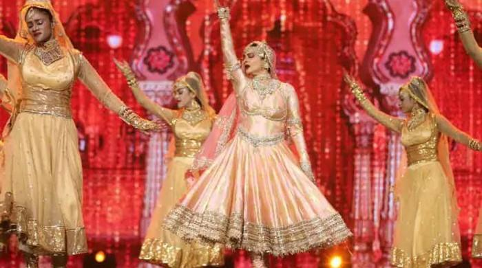 Rekha recreates magic at IIFA 2018