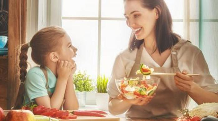 Mom's healthy lifestyle lowers child's risk of obesity