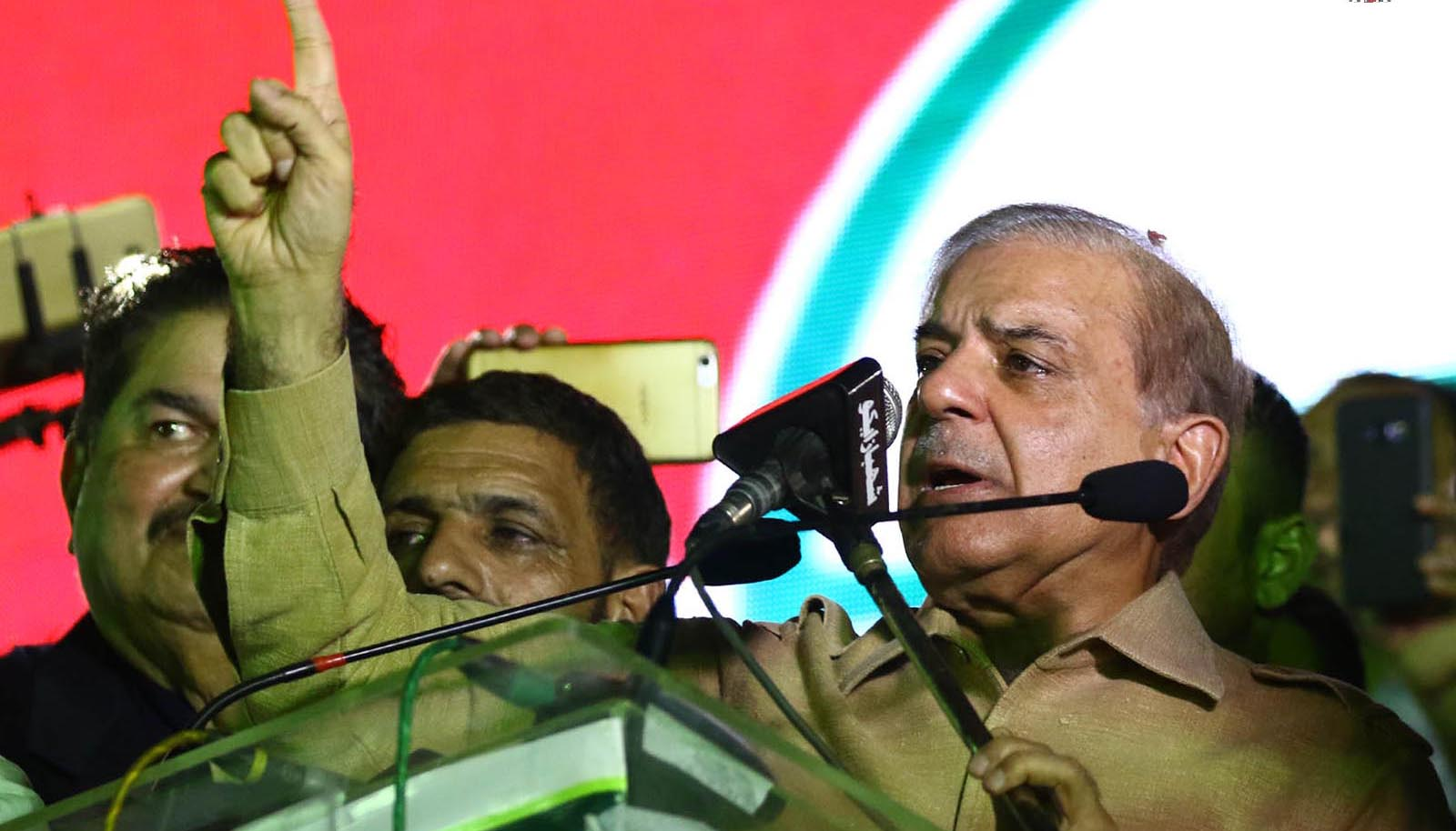 Pakistan Muslim League-Nawaz president and former Chief Minister of Punjab, Shehbaz Sharif addressing party workers in Karachi. Photo: INP