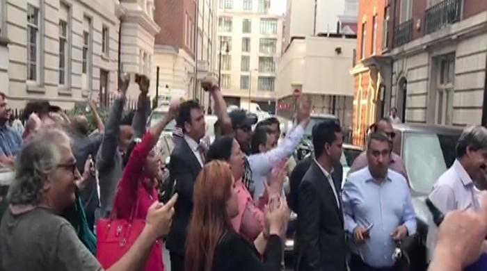Two PTI workers, PML-N UK leader arrested after clashes outside Nawaz's Avenfield residence