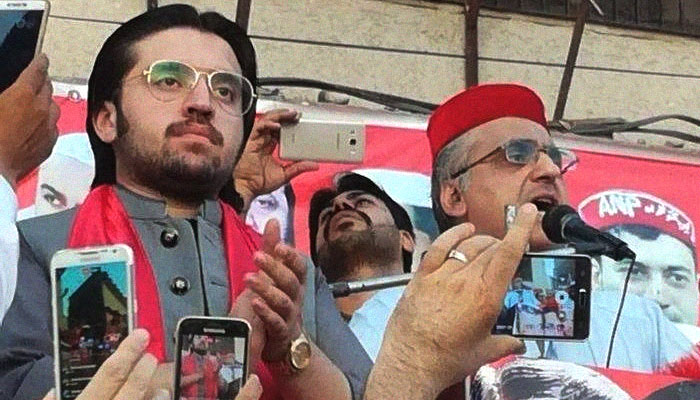Daniyal Bilour, with his father Haroon Bilour, the Awami National Party (ANP) candidate who was martyred in a suicide blast in Yaka Toot, Peshawar, Pakistan, July 10, 2018. Image: Geo News/Files