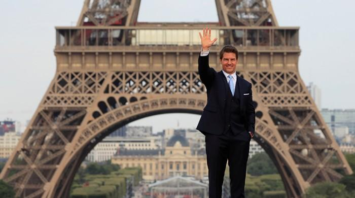 Tom Cruise walks red carpet in Paris