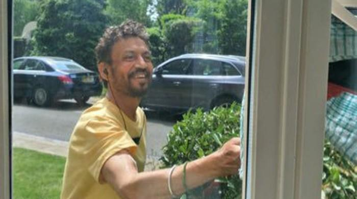 Irrfan Khan shares picture as he undergoes cancer treatment