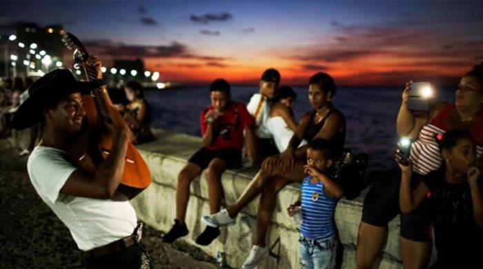 Cuba starts rolling out internet on mobile phones