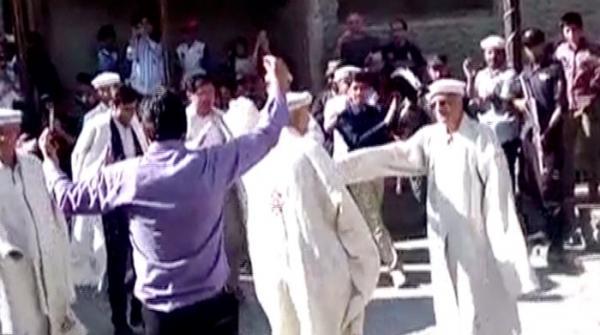 CJP Justice Saqib Nisar dances to traditional tunes in Gilgit-Baltistan
