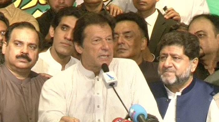 Imran Khan promises to consult traders on policy if voted to power