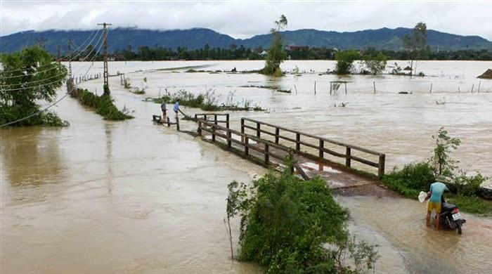 At least 10 dead in Vietnam floods