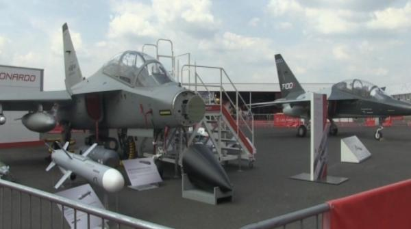 London Air Show dazzles spectators