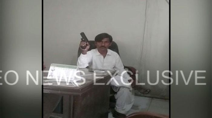 Police arrest Karachi factory worker for taking colleagues hostage
