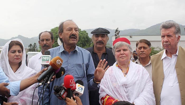 ANP leader Zahid Khan talking to media during protest by the opposition parties in front of Election Commission of Pakistan (ECP) office. Photo: Online