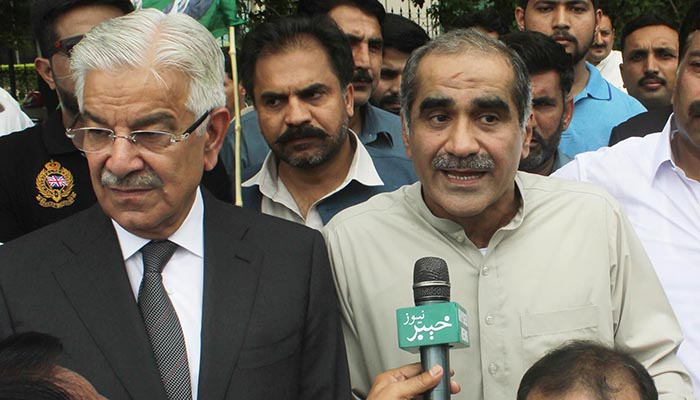 PML-N leaders Saad Rafique and Khawaja Asif taking to media during protest by the opposition parties in front of Election Commission of Pakistan office. Photo: Online