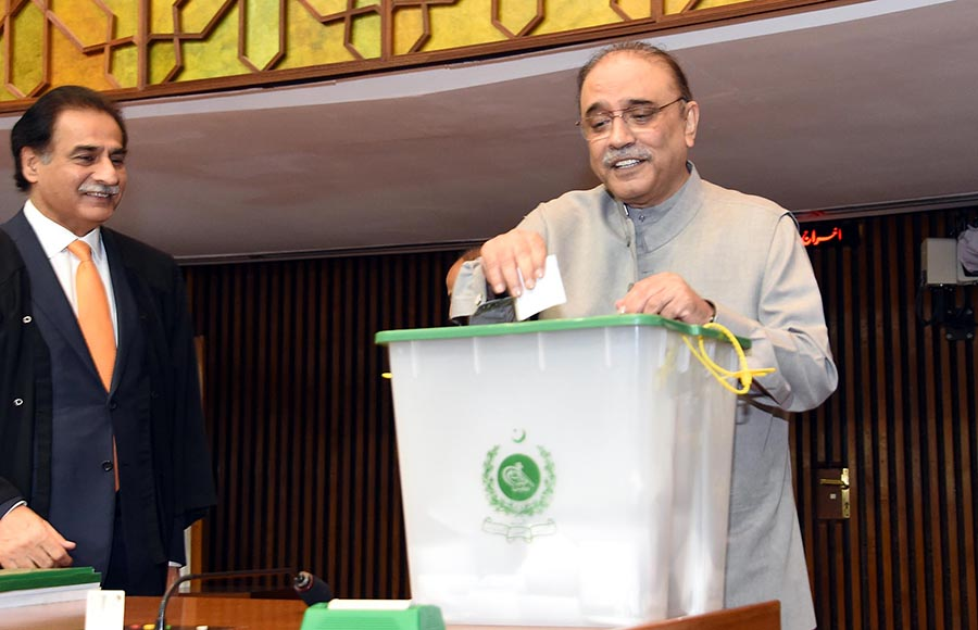 Co-chairman PPP MNA Asif Ali Zardari casting his vote during polling for Speaker National Assembly at Parliament House - Photo: Online