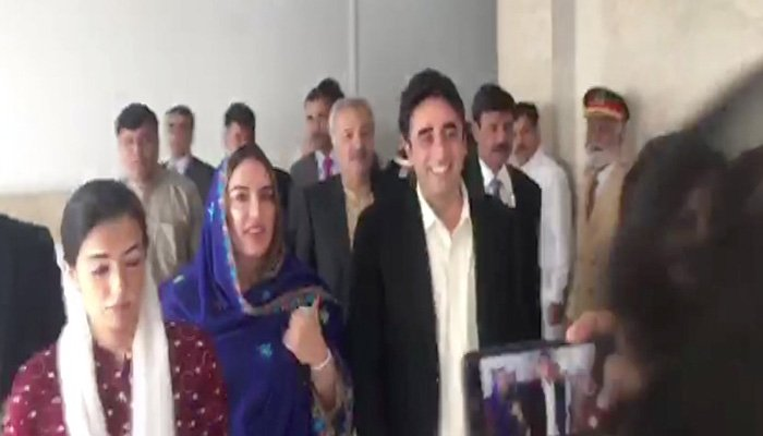 PPP Chairman Bilawal Bhutto Zardari arrives at Parliament along with sisters Bakhtawar and Aseefa - Photo: Screengrab