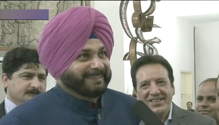 Navhot Singh Sidhu arrives at Imran Khan's oath-taking ceremony. Photo: Geo News