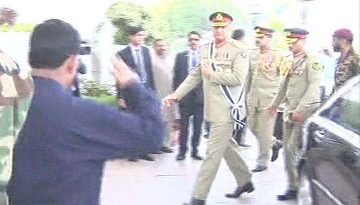 COAS  Gen Qamar Javed Bajwa arrives at Imran Khan's oath-taking ceremony. Photo: Geo News