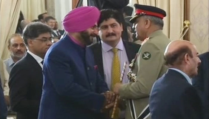 COAS General Qamar Javed Bajwa meets former Indian cricketer Navjot Singh Sidhu at mran Khan's oath-taking ceremony. Photo: Geo News
