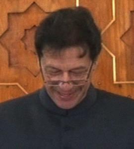 PM Imran fumbles while taking oath