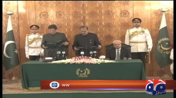 PM Imran fumbles while taking oath