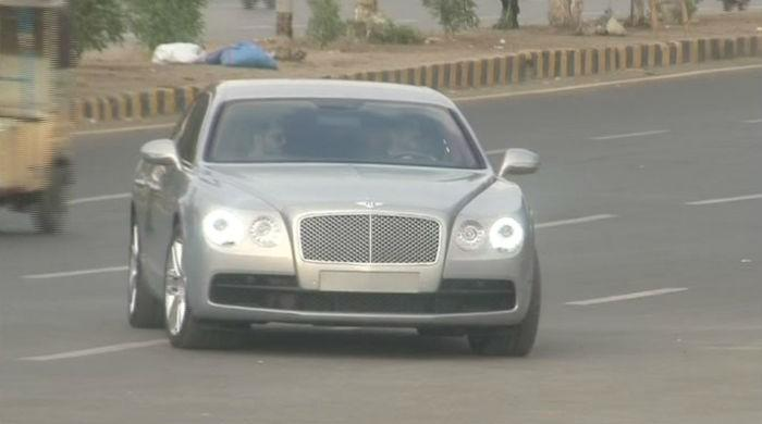 Adviser to Sindh CM spotted in vehicle without number plate