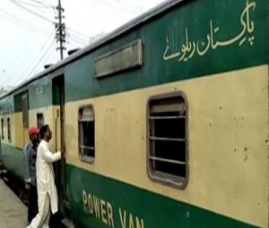 First Eid special train departs from Karachi for Peshawar