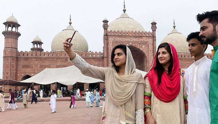 A Pakistani family takes a selfie after Eid al-Adha prayers at the Badshahi Mosque in Lahore on August 22, 2018. Photo: AFP