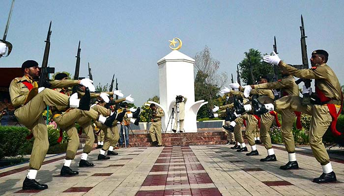Pakistan Army personnel saluting at Yadgar-e-Shuhada during a function to mark Defence Day of Pakistan in Sargodha - APP