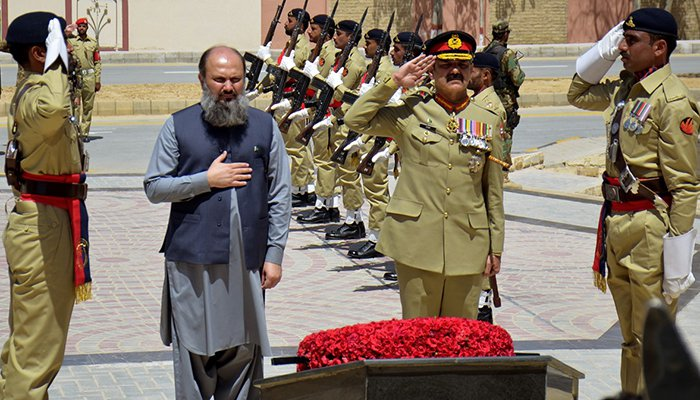 The Balochistan Chief Minister Mir Jam Kamal and Lieutenant General Bajwa jointly laid a floral wreath to pay homage to martyrs who laid down their lives for the defence of Pakistan. Photo taken on September 6, 2018, in Quetta, Balochistan.