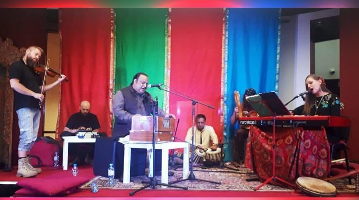 Polish audience praises Qawwal Imran Aziz Mian for incredible musical performance