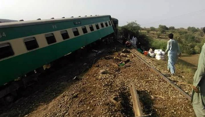 Eight bogies of the Peshawar-bound Khushhal Express derailed near Attock early Sunday, September 16, 2018. Photo: Geo News