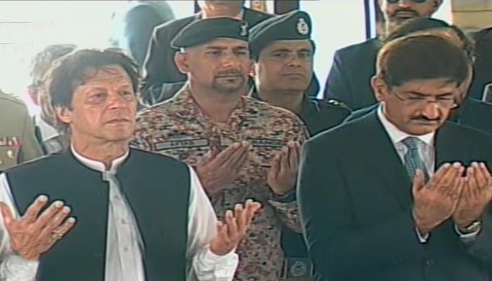 Prime Minister Imran Khan offered prayers at Quaid's mausoleum in Karachi here on Sunday, September 16, 2018. Photo: Geo News screen grab