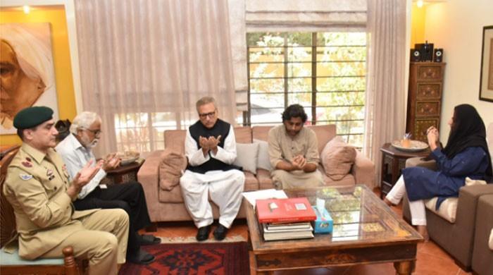 President Arif Alvi visits Amal Umer's house in Karachi