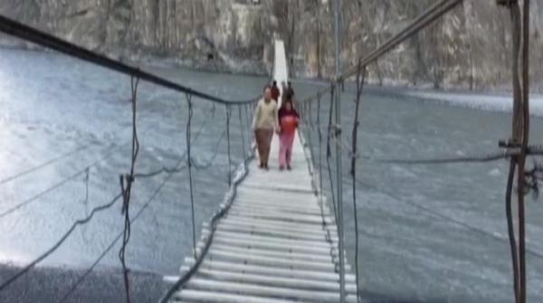 Tourists seek thrill from dangerous bridge in Hunza