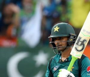 Pakistan bowlers search for breakthrough as Sharma, Dhawan strike