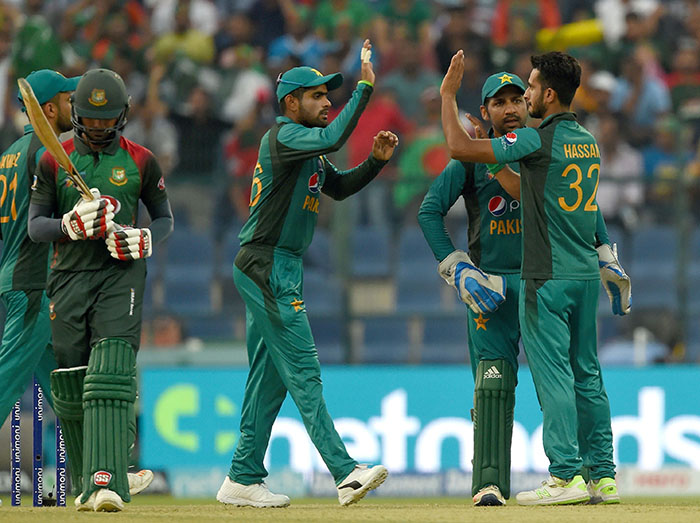 Pakistan cricketer Hasan Ali (R) celebrates with teammates after he dismissed Bangladesh batsman Mohammad Mithun (L) during the one day international (ODI) Asia Cup cricket match between Bangladesh and Pakistan at the Sheikh Zayed Stadium in Abu Dhabi on September 26, 2018 - AFP