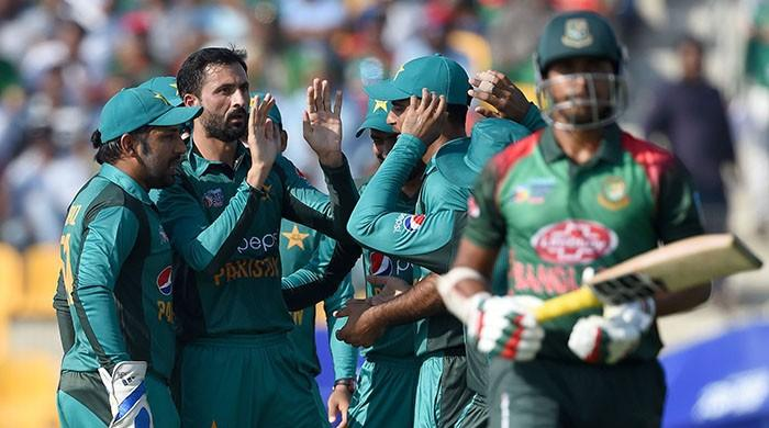 Pakistan rattle Bangladesh after claiming three early wickets