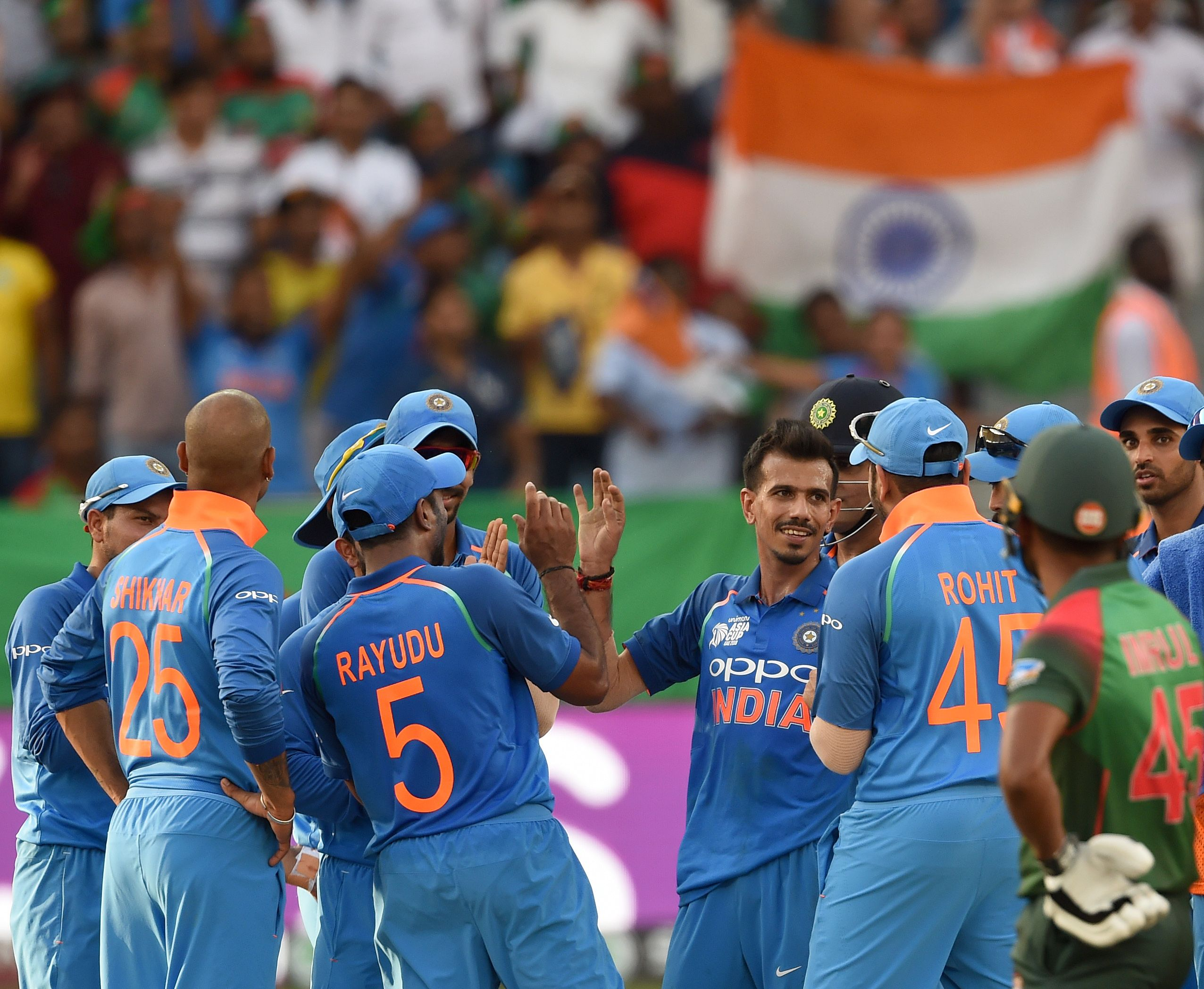 Team India celebrates the wicket of Mahmudullah. Photo: AFP
