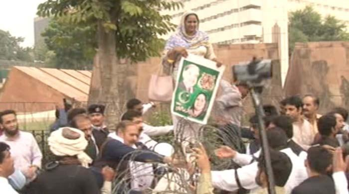PML-N lawmakers protest outside Punjab Assembly