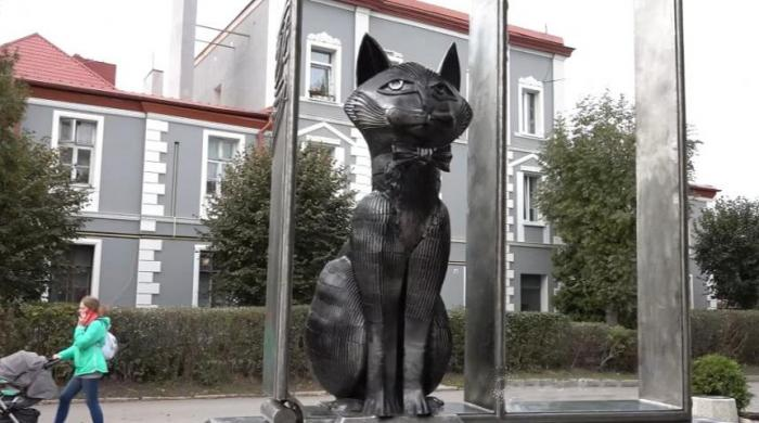 Purrfect job; Russian town hires cat chief to attend to strays