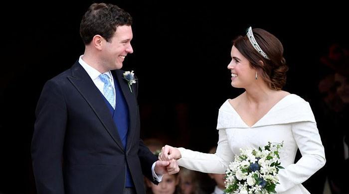 Queen Elizabeth's granddaughter marries in Gatsbyesque splendor