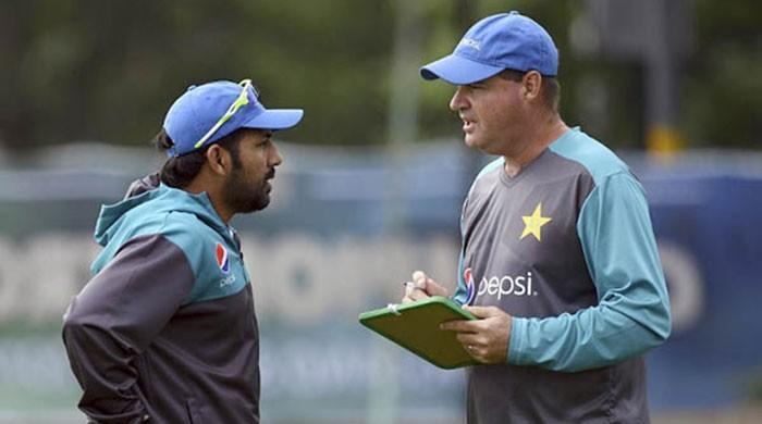 Mickey Arthur dismisses reports of rift in team
