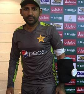 Injury scare for Sarfraz; Rizwan may keep wicket instead